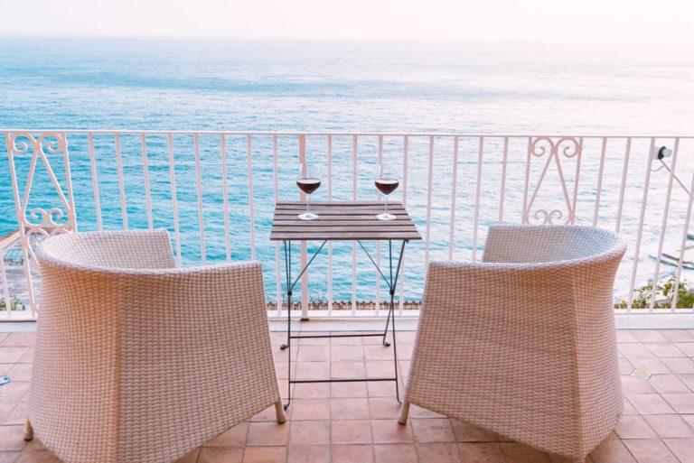 Jak wybierać osłony do zamontowania na balkonach?
