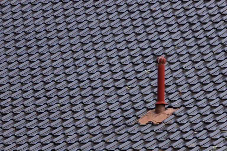 Jaki materiał stosuje się do pokrycia dachów?