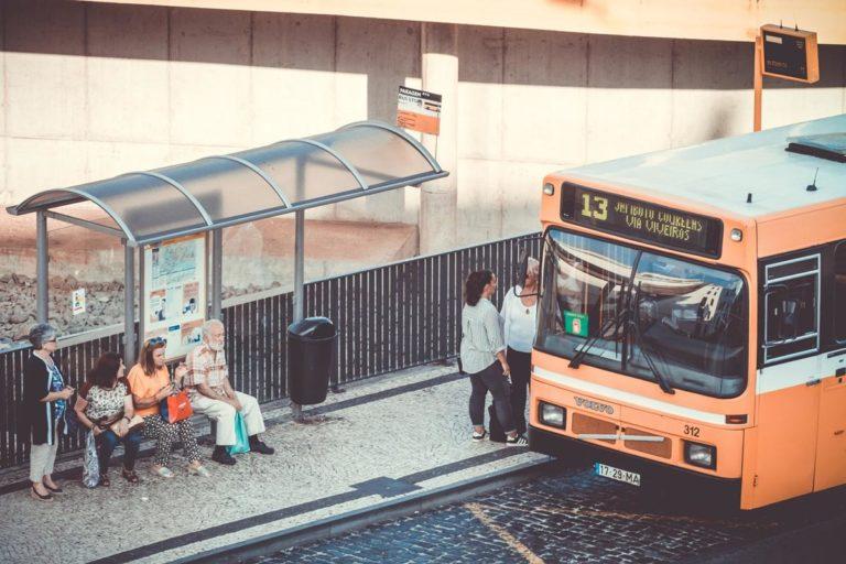 Jak wybrać formy dojazdu na wakacje dostępne na odpowiednich warunkach cenowych?
