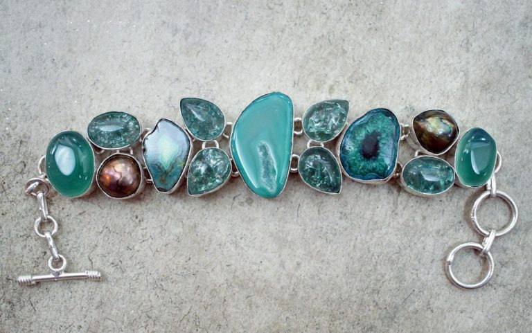 Szeroki wachlarz biżuterii wykonanej ze stali chirurgicznej