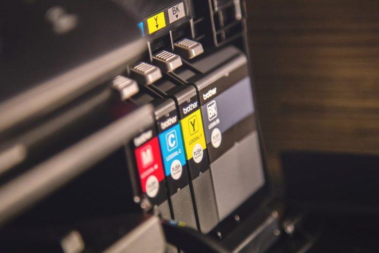Korzystanie z lokalnych usług drukowania i kserowania to oszczędność czasu