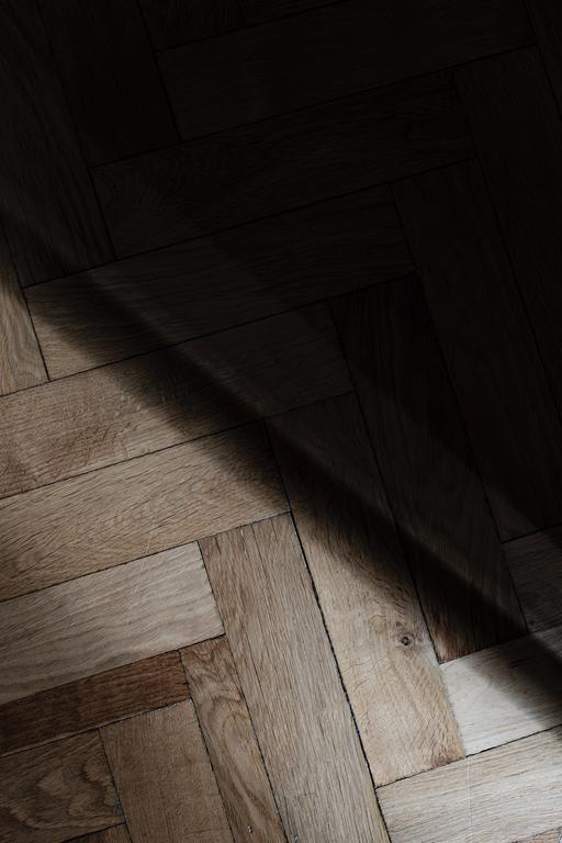 Panele to szybka alternatywa dla tradycyjnych podłóg drewnianych