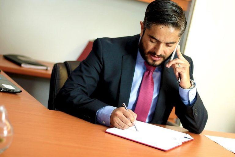 Czym się kierować wybierając adwokata w zakresie prawa pracy?
