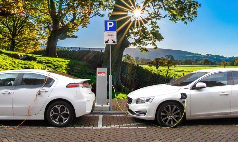 Jak ładować samochody elektryczne w domu?