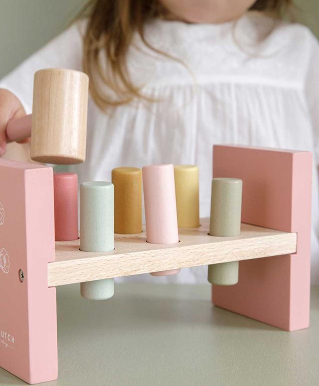 Czy dzieci lubią się dzisiaj bawić drewnianymi zabawkami?