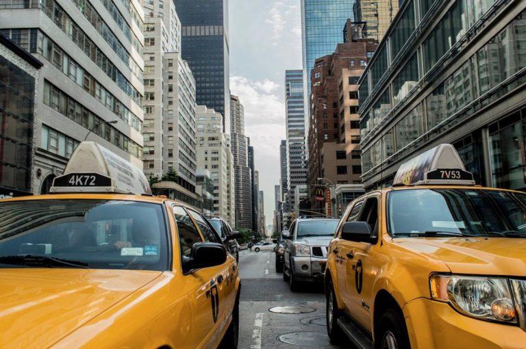Czy w dalszym ciągu opłaca się korzystać z taxi?