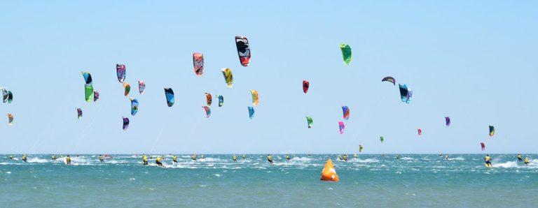 Dokąd Polacy wyjeżdżają na kitesurfing?