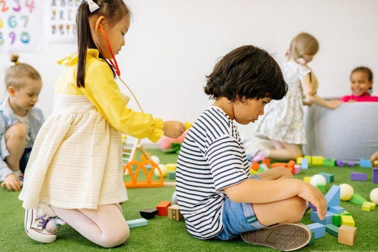 Jak wybrać odpowiednie zabawki dla dzieci?